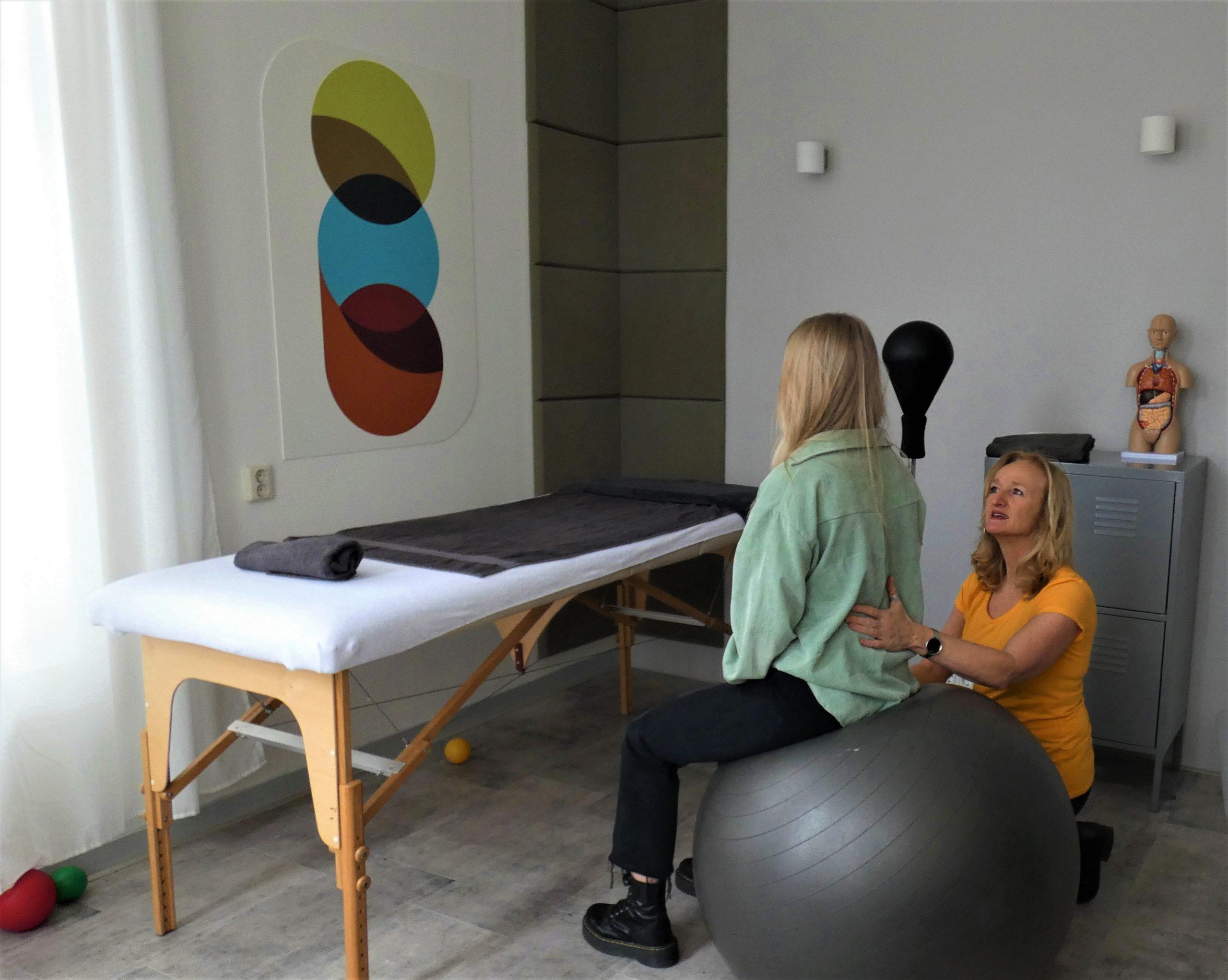 Foto van een haptotherapie-sessie met Anja de Graaff.